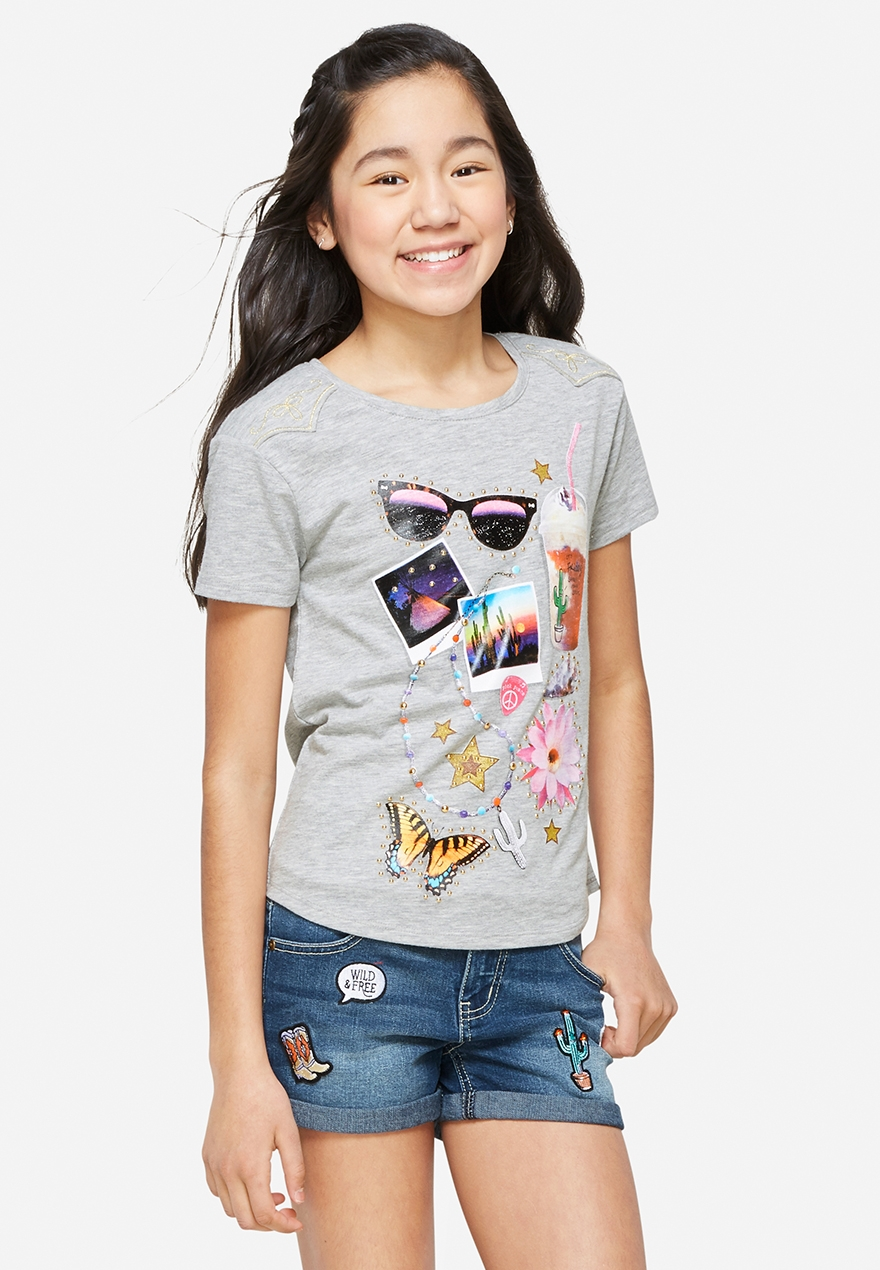 The juniors' clothing options cover all different styles and silhouettes. From dresses for juniors to juniors' tops and junior sweaters, Kohl's has everything she needs for her everyday look. Kohl's is the perfect place to find all girl's teen clothing.