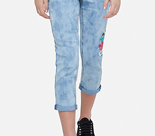 embroidered destructed crop jeans